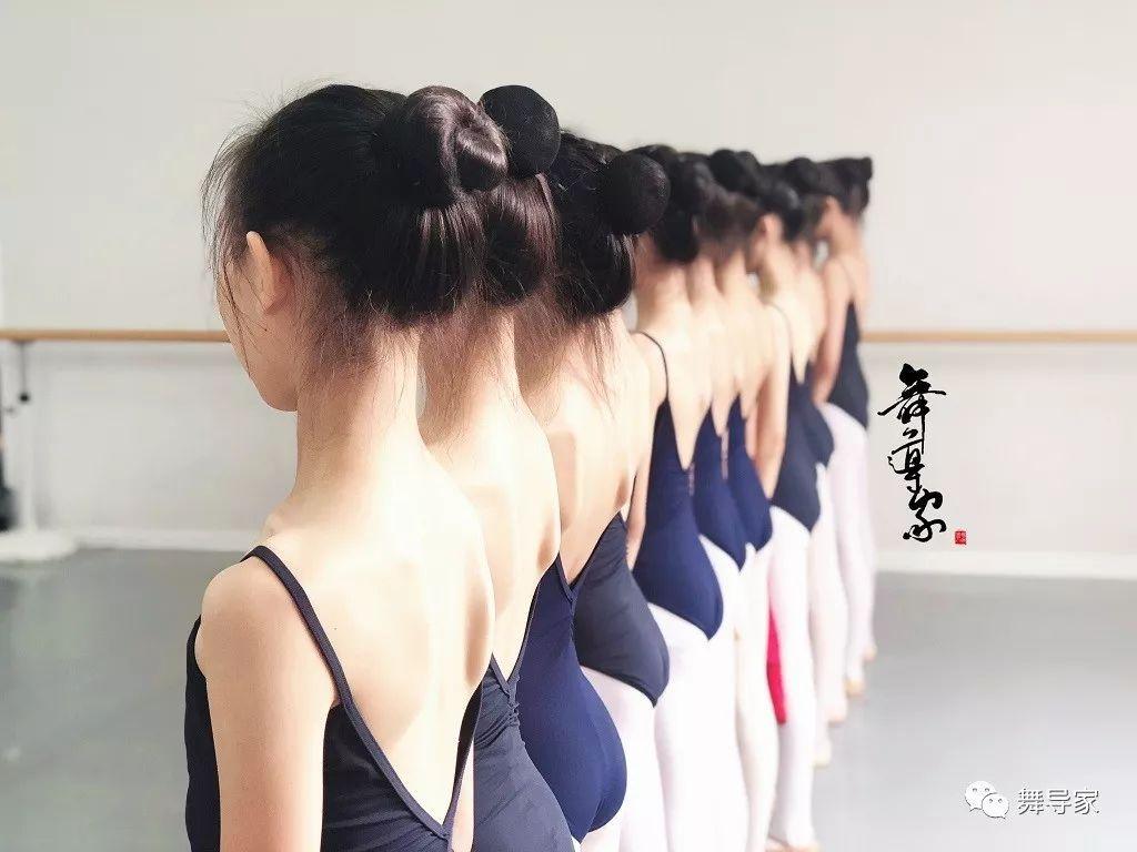 上舞蹈课为什么要统一着装?
